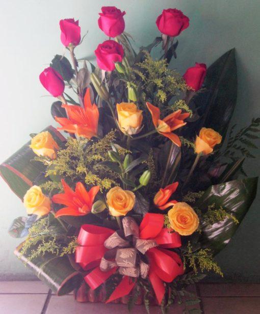Rosas con Lilys - Flores, Floreria, Floristeria