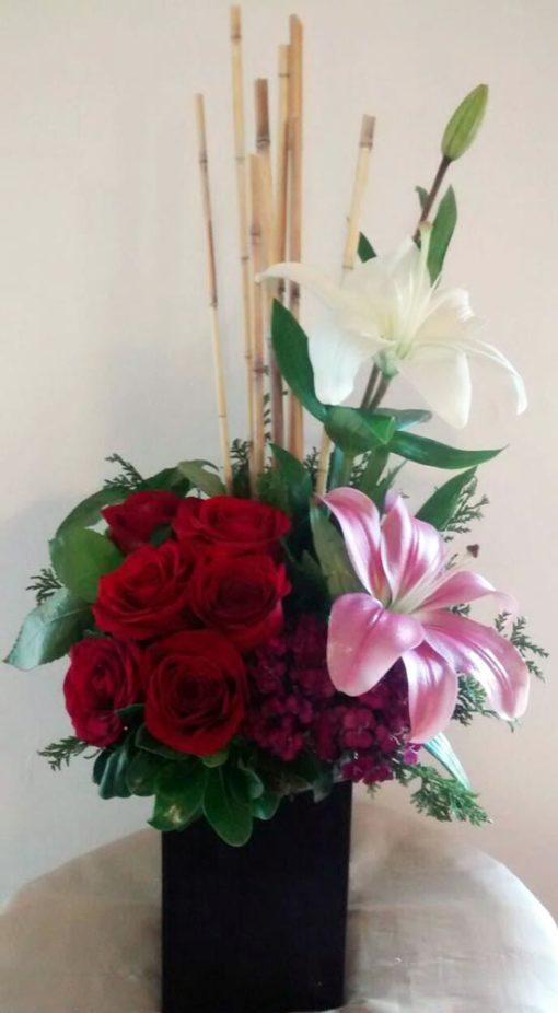 Media Docena de Rosas con Lilys - Flores, Florería, Floristería