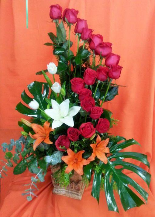 18 Rosas con Tulipanes y Lilys Aves y Lilys - Flores, Florería, Floristería