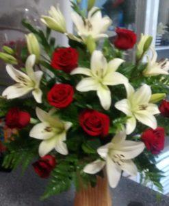 8 Rosas con Lilis - Flores, Florería, Floristería