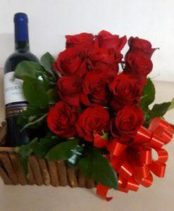 12 Rosas con Botella de Vino - Flores, Florería, Floristería