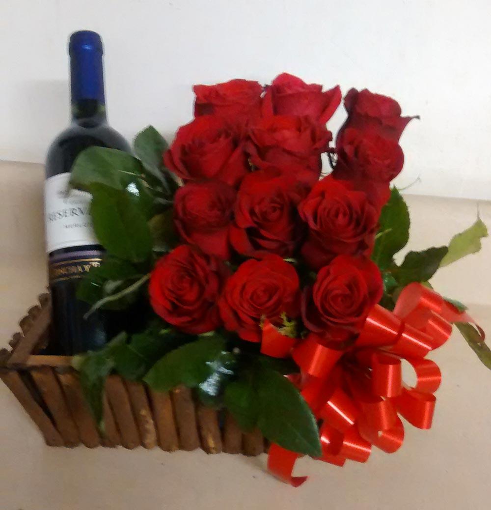 12 Rosas Con Botella De Vino