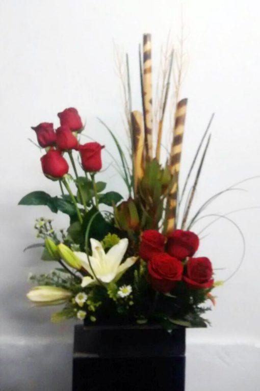 9 Rosas con Lilis - Flores, Florería, Floristería