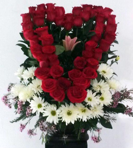 Corazón con Velo de Novia - Flores, Florería, Floristería