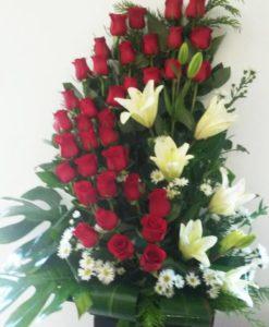 Exótico de Rosas, Lilys y Piñonona - Flores, Florería, Floristería