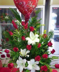 18 Rosas con Lilys, Ginger y Globo Metálico - Flores, Florería, Floristería