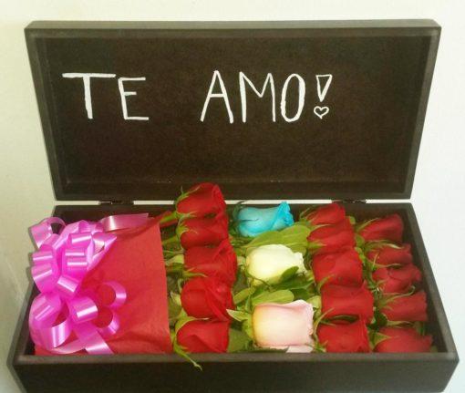 Caja con 18 Rosas - Flores, Florería, Floristería