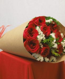 Bouquet de 12 Rosas con Follaje en Kraft - Flores, Florería, Floristería