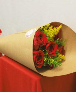 Bouquet de 6 Rosas con Follaje en Kraft - Flores, Florería, Floristería
