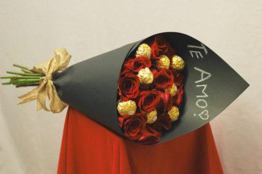 Bouquet de 12 Rosas con Chocolates en Negro - Flores, Florería, Floristería