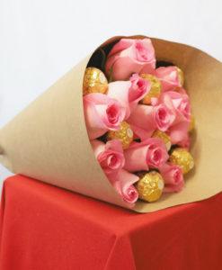 Bouquet de 12 Rosas con Chocolates en Kraft - Flores, Florería, Floristería