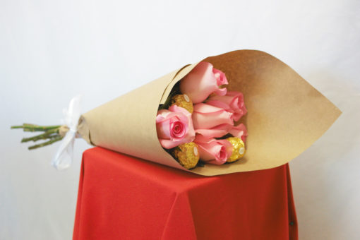 Bouquet de 6 Rosas con Chocolates en Kraft - Flores, Florería, Floristería