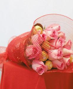 Bouquet de 12 Rosas con Chocolates en Red - Flores, Florería, Floristería