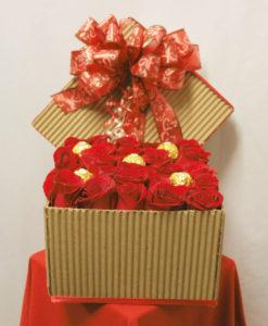 Caja con 24 Rosas y Chocolates - Flores, Florería, Floristería