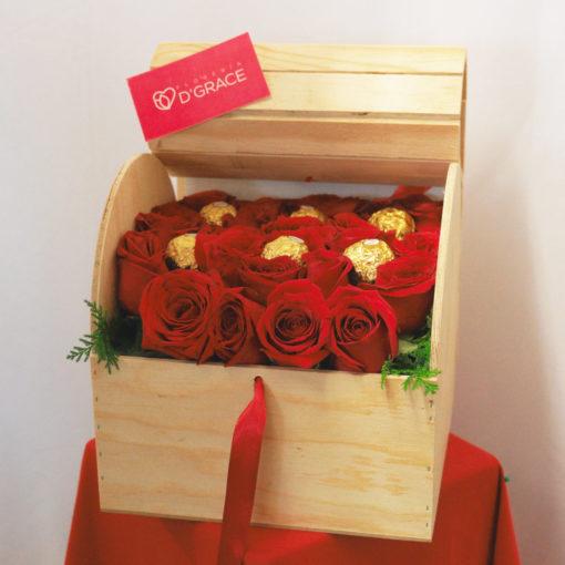 Baúl con 24 Rosas y Chocolates - Flores, Florería, Floristería