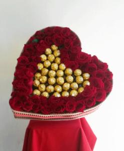 Caja de Corazón con 56 Rosas y Chocolates - Flores, Florería, Floristería