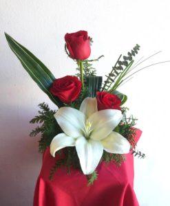3 Rosas con Lilys - Flores, Florería, Floristería