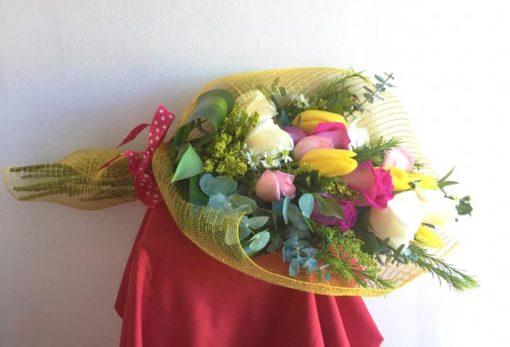 Boiuquet de 12 Rosas con Tulipanes - Flores, Florería, Floristería