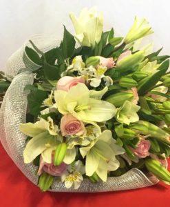 Boiuquet de 12 Rosas con Lilys - Flores, Florería, Floristería