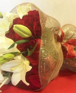 Bouquet de 24 Rosas con Lilys - Flores, Florería, Floristería