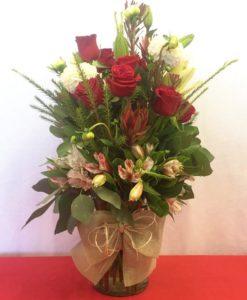 Docena de Rosas con Lilys en Jarrón - Flores, Florería, Floristería